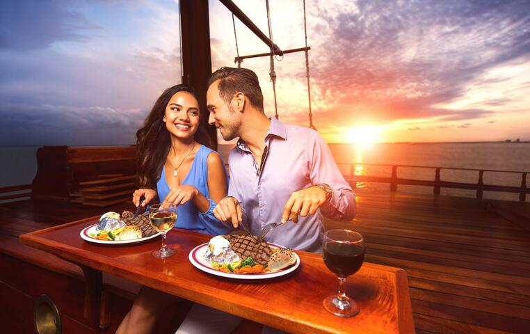 Columbus Romantic Dinner Cruise  | Go Cancun Pass