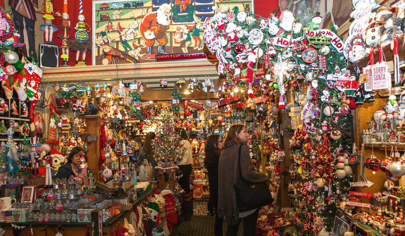 Holiday Markets & Christmas lights walking tour New York