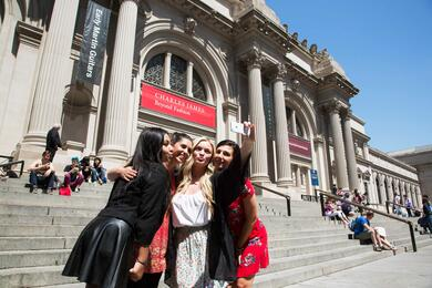Gossip Girl Sites Bus Tour Tickets | New York Explorer Pass